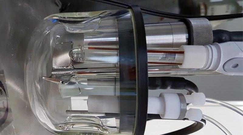Gerät zur Bestimmung elektrischer Ladungen auf Partikeloberflächen in Feuerbetonen. Bildquelle: Forschungsgemeinschaft Feuerfest