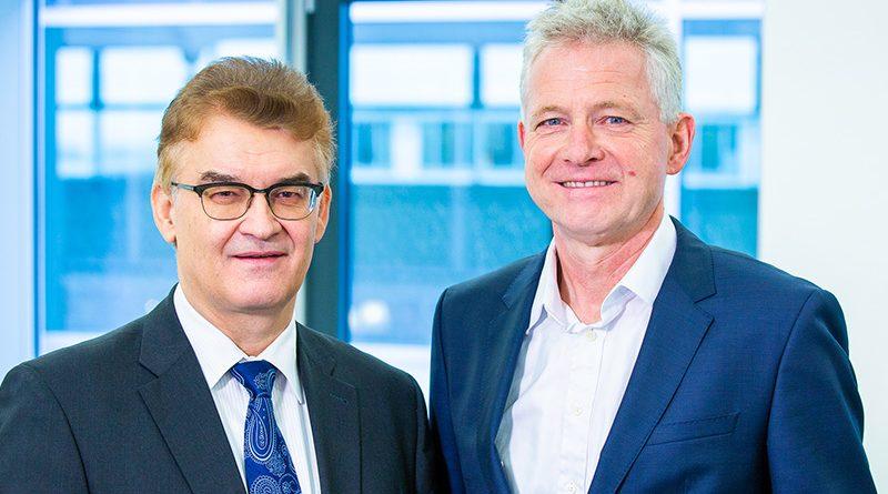 Dr. Ronald Rast (links) und Dr. Hannes Zapf (rechts) kritisieren, dass von den Empfehlungen des Bündnisses für bezahlbares Wohnen bislang keine einzige bedarfsgerecht umgesetzt wurde. Foto: Christoph Große/DGfM