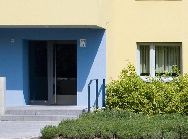Fassaden, Eingänge und Einfassungen mit präventivem Anti-Graffiti-Oberflächenschutz. Foto: StoCretec