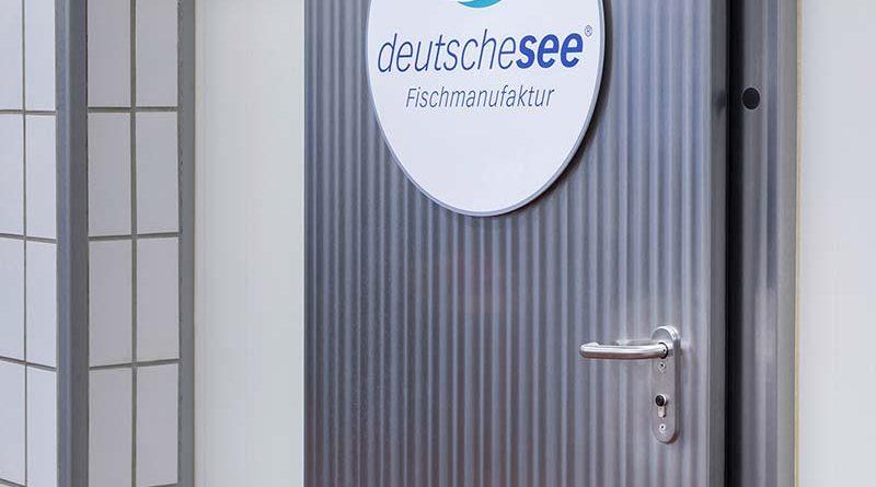 Zum Reinigen können die eCLIQ-Zylinder ohne Bedenken nass abgespritzt werden und im Außenbereich bleiben sie selbst bei starken Temperaturschwankungen funktionsfähig. Foto: Jörg Sarbach/ASSA ABLOY Sicherheitstechnik GmbH