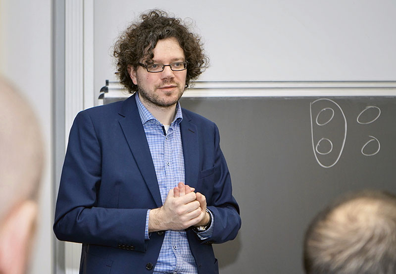 Prof. Dr. Michael Kues ist Professor am Hannoverschen Zentrum für Optische Technologien (HOT) und Mitglied im Exzellenzcluster PhoenixD. Foto: Sonja Smalian/PhoenixD