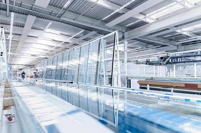 Glasverarbeitung der Superlative: sedak liefert Gläser bis zu einer Größe von 3,6 x 20 Meter und damit das größte Glas der Welt. Bild: sedak