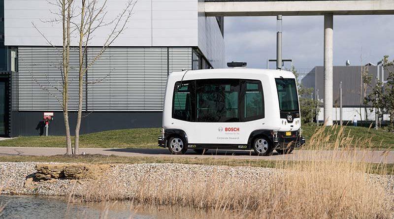 Trotz Fehler weiterfahren: Wie fahrerlose Shuttle-Fahrzeuge sicher von A nach B kommen. Foto: Bosch