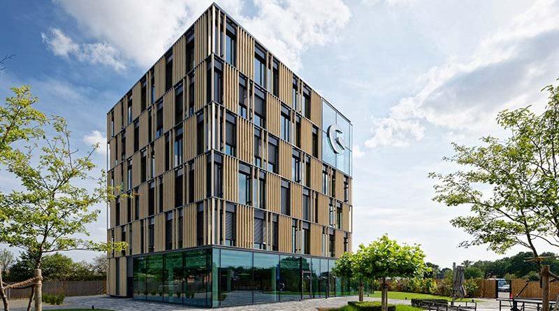 Der Neubau des Unternehmens Shopware in Schöppingen wurde mit dem Gold-Zertifikat der Deutschen Gesellschaft für Nachhaltiges Bauen (DGNB e.V.) ausgezeichnet. Foto: Brüninghoff