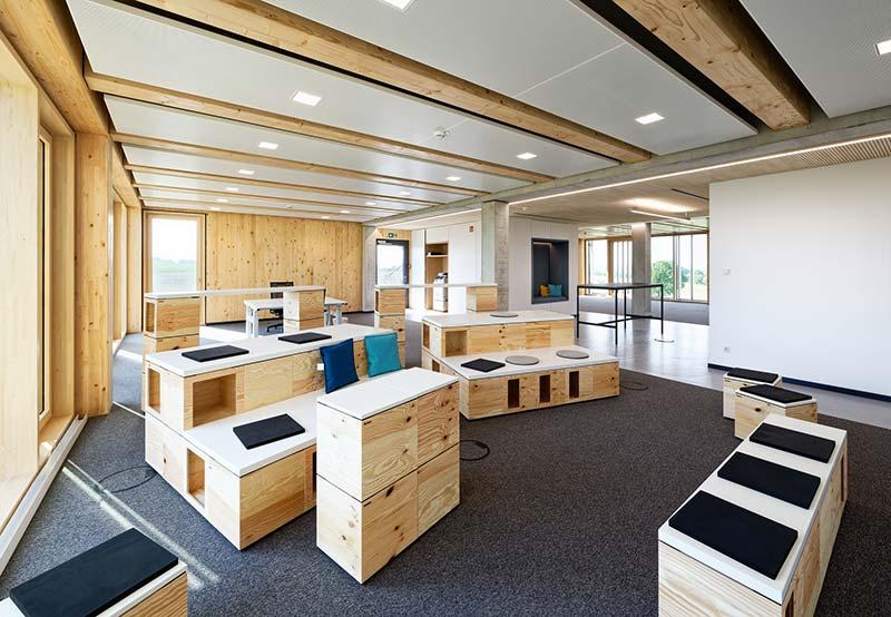 Das Bürogebäude zeichnet sich durch vielseitige Aufenthaltsmöglichkeiten sowie eine hohe Ausstattungsqualität aus. Foto: Brüninghoff