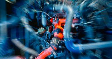 Das Ende des Verbrennungsmotors ist noch nicht gekommen. Tests auf einem Motorenprüfstand.