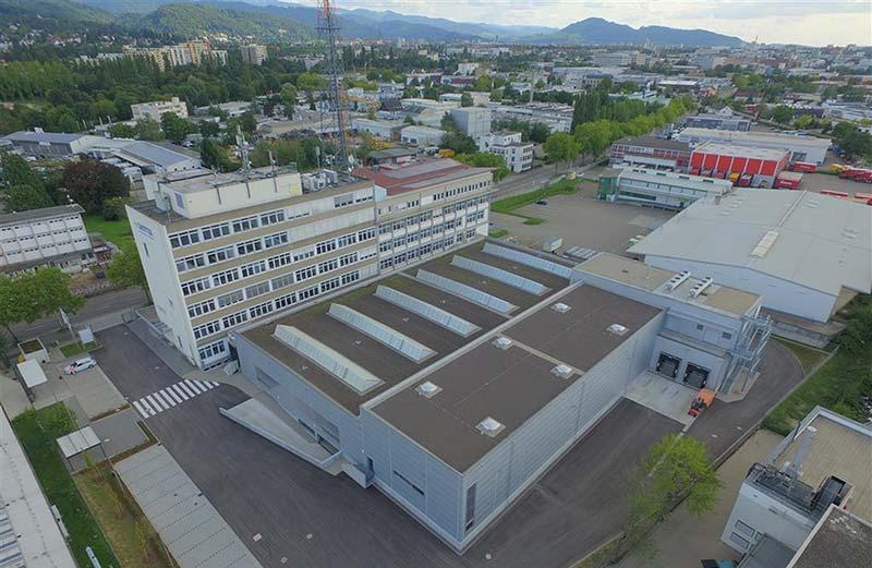 SAUTER hat die fünfte Etage der Firmenzentrale in Freiburg komplett renoviert und sie mit digitaler Gebäudeautomation ausgestattet. Bild: SAUTER
