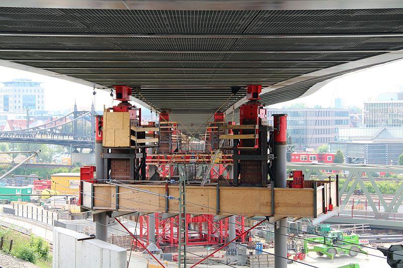 Kienlesbergbrücke Montagestuetzen mit Blockstapeln, Foto: U.Hoffmann