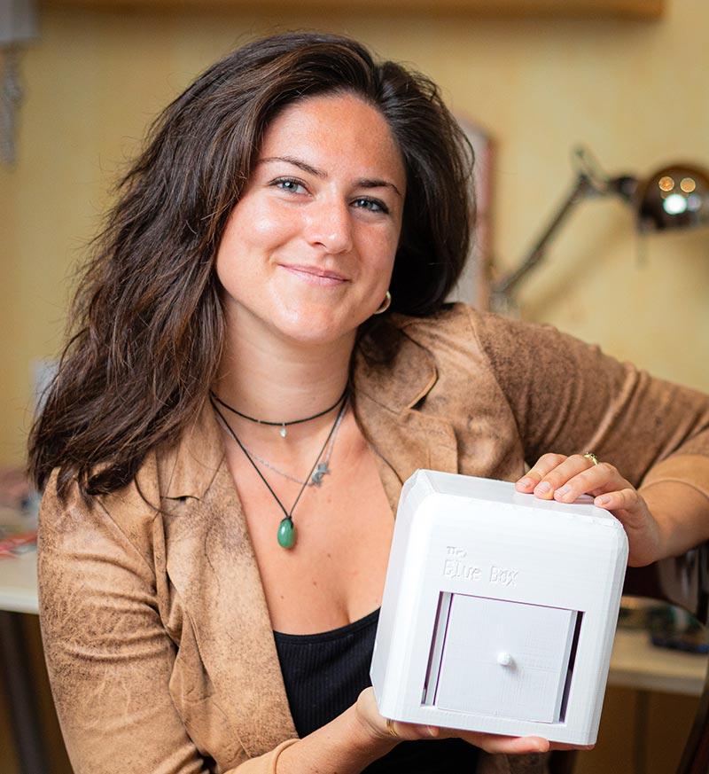 Judit Giró Benet ist eine 23-jährige Absolventin des Fachs Biomedizintechnik an der Universität Barcelona und hat vor kurzem einen Master-Abschluss in Cyberphysikalischen Systemen an der University of California Irvine erworben.