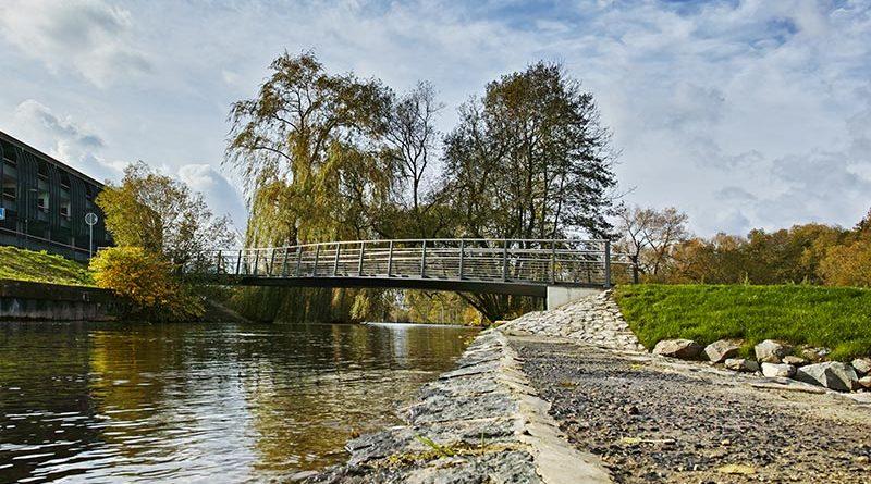 """Das schwäbische Unternehmen LUX GLENDER hat ein """"Licht-im-Handlauf-System"""" entwickelt, dass die Brücke über den Walkegraben in Frankenberg (Eder) eindrucksvoll in Szene setzt. Bildquelle: lux-glender.com"""