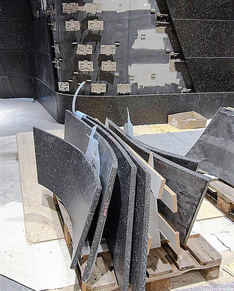 Exakt 20 Arbeitsschritte für jedes Terrazzoelement, die als Einzelteile im riesigen Fassadenpuzzle für die Montage einen zielführenden Namen erhielten. Fotos: BNB
