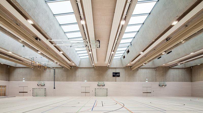 Viel Tageslicht trotz Sonnenschutz: OKASOLAR 3D in der Dreifachsporthalle vom LESC. Bildquelle: Camille Dengler