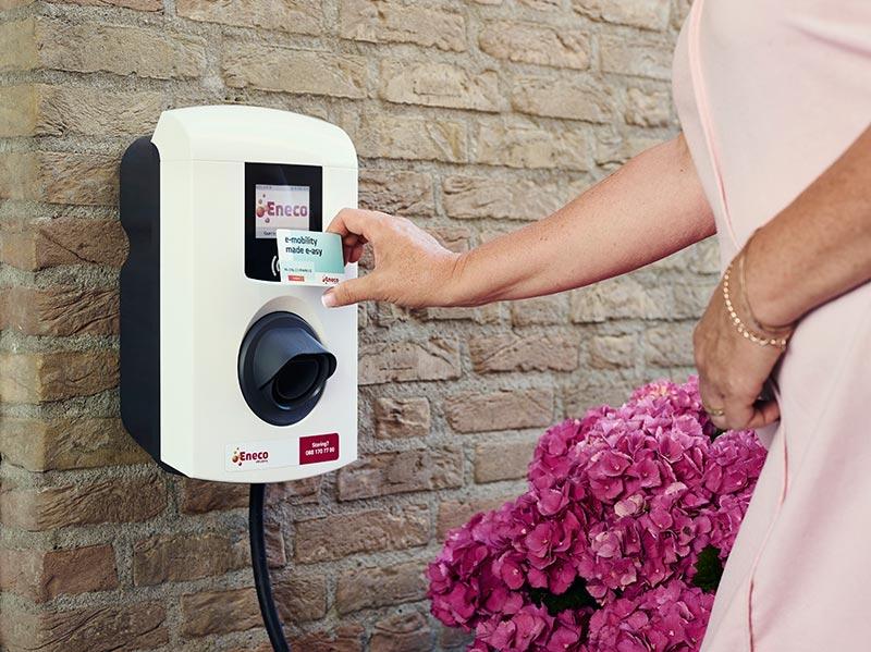 Für Ford-Geschäftskunden steht nun eine eichrechtskonforme Wallbox-Lösung von Eneco eMobility zur Verfügung: die Alfen Eve Single Pro-Line erleichtert unter anderem die gesetzlich vorgeschriebene Abrechnung der Strom-Tankkosten (Preis der Wallbox: ab 995 Euro netto zuzüglich Installation). Bildrechte: Eneco eMobility