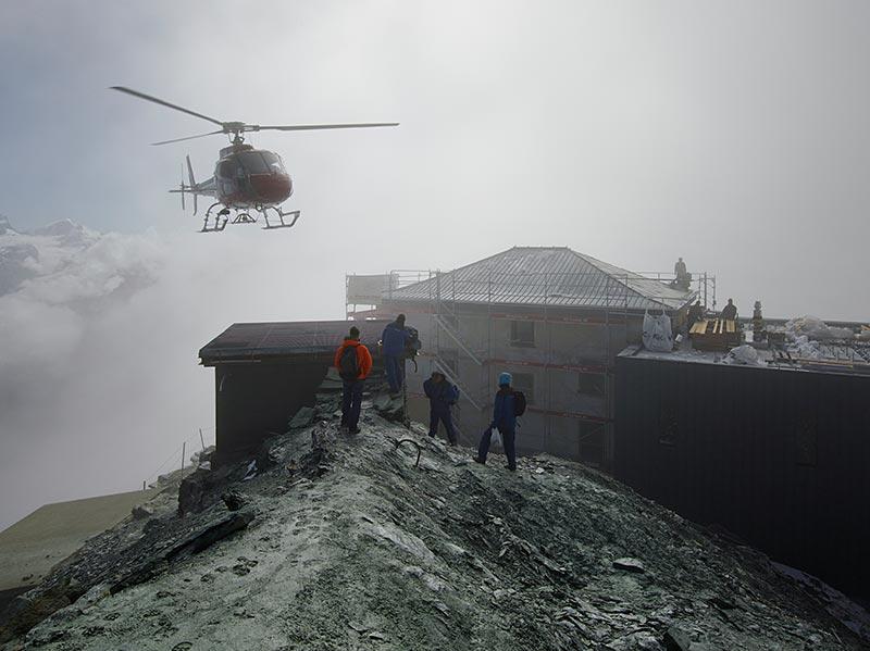 Das Fundament der historischen Hütte dient heute als Helikopterlandeplatz. Foto: Photographie Michel Bonvin
