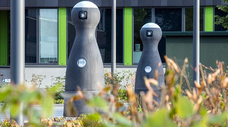 Ladesäulen für Elektrofahrzeuge aus hochfestem Beton mit Dyckerhoff Spezialbindemittel. Foto: PION AG